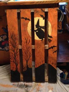 Pallet Projects 27 Creative Fall Pallet Projects for Decorating Your Home on a Budget - Over 25 options for pallet signs to decorate your home this fall. They are so inexpensive you could make new fall pallet projects each year. Photo Halloween, Halloween Wood Crafts, Diy Halloween Decorations, Halloween Art, Holidays Halloween, Vintage Halloween, Halloween Porch, Halloween Horror, Halloween Pumpkins