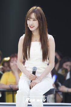 South Korean Girls, Korean Girl Groups, Gfriend Yuju, Cloud Dancer, G Friend, Twitter Update, Pop Group, Ultra Violet, White Dress