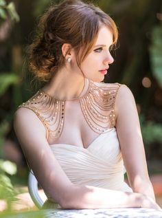 An extravagant piece that will have heads turning as you walk down the aisle. Each gold strand is hand strung with gorgeous crystal beads and glass pearls that exude elegance and romance. In addition a row of rhinestones are intricately placed to add a glamour effect to your bridal look.