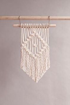 Macrame Plant Hanger Patterns, Free Macrame Patterns, Macrame Wall Hanging Patterns, Crochet Wall Hangings, Wall Hanging Crafts, Diy Crochet Wall Hanging, Yarn Wall Hanging, Macrame Supplies, Macrame Projects