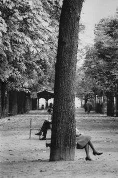 André Kertész :: Champs-Élysées, Paris, 1963 / related post here>>> follow source