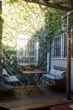 What a wonderful little space tucked away from the maddening crowd.  It is suited for a quiet time for one to sip  a favorite beverage, meditate, enjoy nature, or perhaps play solitaire.  The best use: a romantic moment for two.