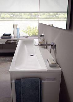 Wastafel en onderkast voor wastafel met handdoekhouders uit de Xeno2 collectie ► [http://www.keramag.be/nl/badkamerseries/xeno2?Page=5] ••• Lavabo et sous-meuble de lavabo avec porte-serviettes de la collection #Xeno2 ► [http://www.keramag.be/fr/collections-pour-salle-de-bains/xeno2?Page=5]
