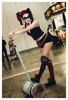 Character: Harley Quinn / From: DC Comics New 52 'Harly Quinn' Solo Series / Cosplayer: Unknown / Event: Vancouver Fan Expo 2014 Batman Cosplay, Dc Cosplay, Joker And Harley Quinn, Cosplay Girls, Cosplay Costumes, Halloween Costumes, Halloween 2015, New 52, Costume