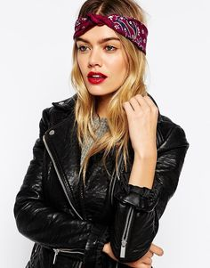 You NEED this bandanna head scarf (and neck tie!) for all your music festivals.