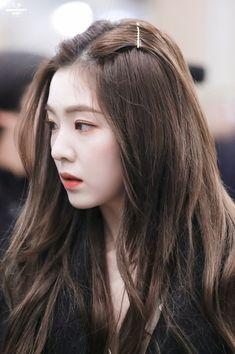Irene - Arrival at Incheon Airport Seulgi, Jiyong, Red Velvet Irene, Black Velvet, Ulzzang Girl, Face Shapes, K Pop, Hair Goals, Kpop Girls