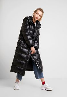Duvetica ZUBEN - Down coat - nero for Free delivery for orders over Down Puffer Coat, Down Coat, Puffer Coats, Langer Mantel, Black Down, Puffer Jackets, Levis, Winter Outfits, Jackets For Women