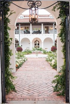 Crane cottage wedding at Jekyll Island Club with classic blush and navy details and gold highlights. Wedding ceremony in Sunken Garden at Crane Cottage. Wedding Venue Inspiration, Wedding Ideas, Wedding Decor, Wedding Photos, Massachusetts Wedding Venues, Wedding Photography Checklist, Cottage Wedding, Space Wedding, Southern Weddings