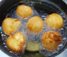 Gogosi turnate, cu iaurt - Bunătăți din bucătăria Gicuței Plum, Eat, Food, Meal, Eten, Meals