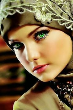 Oh, Marie's the name, of his latest flame! The prettiest green eyes anywhere… Oh, Marie's the name, of his latest flame! The prettiest green eyes anywhere! Stunning Eyes, Gorgeous Eyes, Pretty Eyes, Cool Eyes, Beautiful Hijab, Simply Beautiful, Beautiful Women, Beautiful Gif, Beautiful Dresses