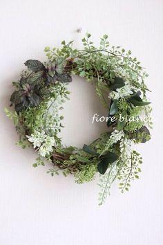 White Wreath, Green Wreath, Diy Wreath, Floral Wreath, Spring Door Wreaths, Summer Wreath, Christmas Wreaths, Xmas Flowers, Green Flowers