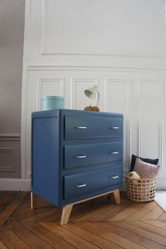 meuble vintage avec losanges dans les tons moutarde et bleu canard meuble vintage vintage. Black Bedroom Furniture Sets. Home Design Ideas