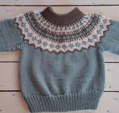 #islandsgenser Knitting Patterns Free, Free Knitting, Diy Crochet, Crochet Top, Icelandic Sweaters, Fair Isle Knitting, Knitwear, Pullover, Wool