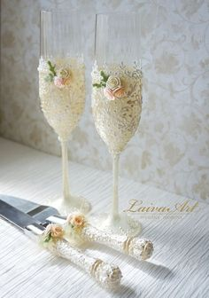 Ivory Wedding Champagne Glasses Wedding Champagne by LaivaArt Wedding Wine Glasses, Diy Wine Glasses, Wedding Champagne Flutes, Painted Wine Glasses, Champagne Glasses, Marie's Wedding, Wedding Cups, Wedding Toasts, Ivory Wedding