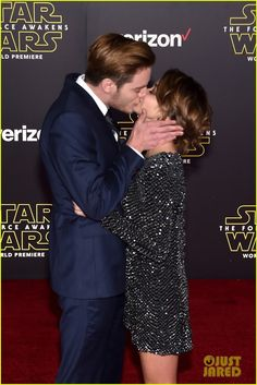 Sarah Hyland Shares Cute Kisses with Dominic Sherwood at 'Star Wars' Premiere!