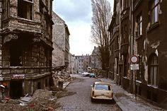Verfall von Altbausubstanz in Halle/Saale 1990.