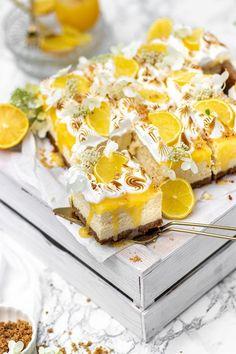Frisch, fruchtig, sauer, lecker - der Sommerliche Blechkuchen Lemon Curd Cheesecake ist der Wahnsinn für warme Sommertage || Fresh, fruity,  sour, yummy - this summer Lemon Curd Cheesecake is perfect for warm  summer days
