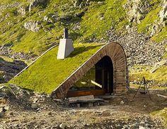 Un petit refuge de 35m² à la montagne réalisé avec soin parleStudio Snøhetta.