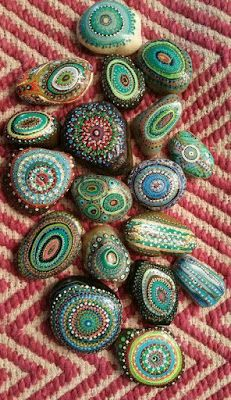 99 DIY Ideas Of Painted Rocks With Inspirational Picture And Words Pebble Painting, Dot Painting, Pebble Art, Stone Painting, Spray Painting, Stone Crafts, Rock Crafts, Hand Painted Rocks, Painted Stones
