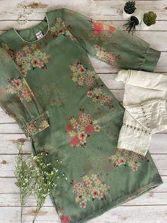 Casual Indian Fashion, Pakistani Fashion Party Wear, Pakistani Dresses Casual, Indian Fashion Dresses, Pakistani Dress Design, Indian Designer Outfits, Indian Outfits, Hijab Fashion, Fall Fashion