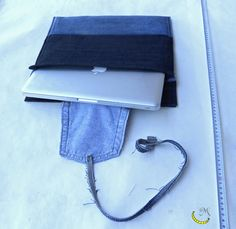 Cover of padded fabric jeans, laptop, with a pocket. Made with various denim fabrics recycled.  I can make these covers for notebooks of all sizes, simply dimensions to be specified at the time of purchase.  Size: 13 inches Color: black and blue denim.  I used tissue of discarded clothes and two re-used belts.  Very roomy bag with zip closure.  Follow me on web: https://malicecraft.wordpress.com/  Follow me on fb: https://www.facebook.com/MaliceCrafts/
