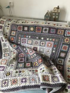 Granny Square Crochet Pattern, Afghan Crochet Patterns, Crochet Stitches, Knitting Patterns, Crochet Granny Square Afghan, Crochet Afghans, Granny Squares, Crochet Home, Crochet Crafts