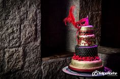 Fifteen years cake. Medieval cake. Cake with mask. Bolo com mascara. By Andreia Patitucci