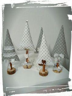 Vánoční šití Christmas Crafts, Christmas Tree, Decorative Bells, Advent, Diy And Crafts, Couture, Home Decor, Scrappy Quilts, Manualidades