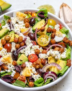 This Spicy Roasted Chickpea Salad is Savory, Crunchy and Delicious! This Spicy Roasted Chickpea Salad is Savory, Crunchy and Delicious! Healthy Salads, Healthy Eating, Savory Salads, Dinner Healthy, Healthy Food, Roasted Chickpea Salad, Chickpea Salad Recipes, Clean Recipes, Cooking Recipes