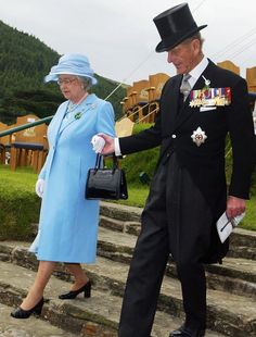 Queen Elizabeth II is helped down some steps by the Duke of Edinburgh after presiding over the Tynwald ceremony during a day long visit to the Isle of Man in this July 2003 file photo on the Isle. Get premium, high resolution news photos at Getty Images Hm The Queen, Royal Queen, Her Majesty The Queen, English Royal Family, British Royal Families, Reine Victoria, Queen Victoria, Victoria Reign, Elizabeth Philip