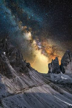 Milky Way on steroids! Night Photography, Landscape Photography, Nature Photography, Landscape Photos, Cosmos, Cool Pictures, Beautiful Pictures, Nocturne, Science And Nature