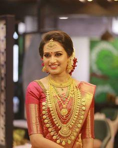 Kerala Hindu Bride, Kerala Wedding Saree, Bridal Sarees South Indian, South Indian Bridal Jewellery, Indian Wedding Bride, Bridal Silk Saree, Indian Bridal Fashion, Indian Bridal Wear, Indian Wear