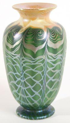 ** Quezal Art Glass and Decorating Company (1901-1924), Iridescent Glass Vase.