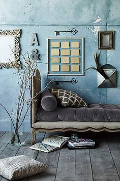 Lovely velvet daybed the violet and aqua colours in this scene are spot on Vintage Wall Art, Vintage Walls, Vintage Decor, Interior Decorating, Interior Design, Blue Rooms, Interior Inspiration, Interior And Exterior, Home Furniture