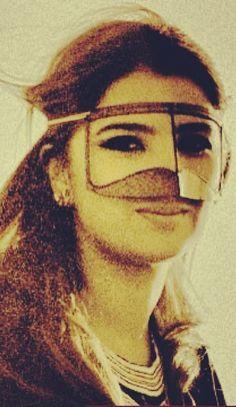ادخل تفاصيل ﺂﻟحشا واسرق ﺂﻟبوح مآرآح من قلبي. . لقلبگ عـؤآفي شفني بعينگ حي في جسم مذبوح لاينقطع حبل ﺂﻟرجـآ وانت غإفـي Arab Women, Niqab, Veil, Mona Lisa, Face, Artwork, Inspiration, Beauty, Ideas