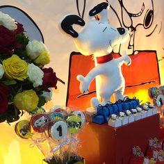 Coisa mais linda esse Snoopy de feltro! Pirulitos @confeitariasandralyra  deliciaaaaaa!!! #festasnoopy #festademenino #festainfantil #marikotafestas #tatianaandrade
