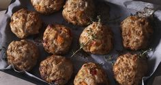 Chicken meatballs with red horn peppers by Greek chef Akis Petretzikis. Moist, rich tasting, fluffy, aromatic chicken meatballs with Florina red horn peppers. Greek Recipes, Raw Food Recipes, My Recipes, Cooking Recipes, Turkey Recipes, Chicken Recipes, Confectionery Recipe, Chicken Meatballs, Special Recipes