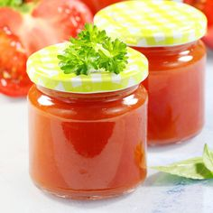 Jeśli chcesz wiedzieć jak zrobić przecier pomidorowy to zapraszam po mój super prosty i sprawdzony przepis. Domowy przecier pomidorowy to najlepszy sposób na zamknięciu pomidorów do słoików. Zapraszam gorąco! Food Illustrations, Salsa, Jar, Spaghetti, Crochet, Salsa Music, Restaurant Salsa, Crochet Crop Top, Chrochet