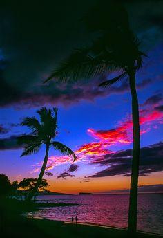 Sunset at Makena Beach, Molokini in background, Maui, Hawaii