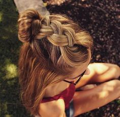 There are many variables that can affect your hair. There is so much to do to care for your hair that you can easily become overwhelmed. However, with a little know-how and a few tricks, getting great hair can be a simple process. Don't brush your hair. Cute Hairstyles For Teens, Hairstyle Ideas, Girly Hairstyles, Black Hairstyles, Hairstyles Haircuts, Super Cute Hairstyles, Easy Hairstyles For School, Hair Styles For Long Hair For School, Latest Hairstyles