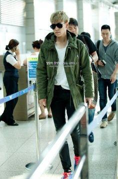 P Airport Fashion Ensemble Top Choi Seung Hyun, Airport Style, Airport Fashion, Vip Bigbang, K Pop Star, Bomber Jacket, Tops, Fashion Top, Bomber Jackets