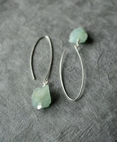 This minimalist pair of earrings features two rough, raw genuine aquamarine nuggets (unpolished), set on silver plated paddle pins and dangling from long, handmade elongated sterling silver ear wires. Estilo Hippie Chic, Hippy Chic, Etsy Jewelry, Jewelry Accessories, Jewelry Design, Aquamarine Earrings, Gemstone Earrings, Women's Earrings, Silver Earrings