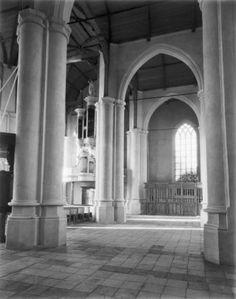 Interieur met tijdelijke plaats koorhek tijdens de restauratie in 1952.