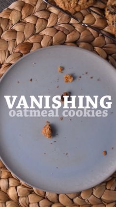 Makes about 30 cookies - 15 minute prep time - 12 minute cook time - make ahead FREEZER instructions included! Loaded with oatmeal and raisins, my CHE Chocolate Chip Shortbread Cookies, Toffee Cookies, Chocolate Cookie Recipes, Easy Cookie Recipes, Yummy Cookies, Quick Cookies, Ginger Cookies, Quaker Oatmeal Cookies, Vanishing Oatmeal Raisin Cookies