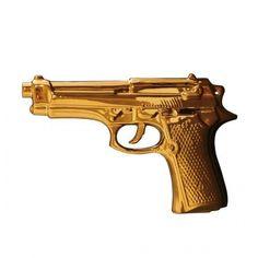 Seletti Deko-Pistole Memorabilia in Gold Ein Tipp von uns: Die Pistole kann auch wie ein Souvenir Einzug in die heimische Dekoration finden, sollte aber nicht gewaltverherrlichend verstanden werden.