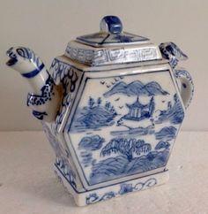 ancienne-theiere-en-porcelaine-YONGZHENG-decor-animaux-ceramique-Qing-Chine-XIXE