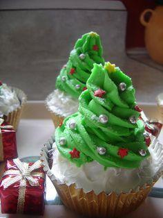 Oh Christmas Tree Cupcakes