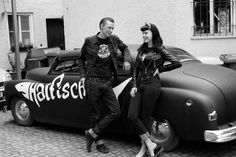 Looks to me. Rockabilly Couple, Rockabilly Rebel, Rockabilly Fashion, Rockabilly Style, Rockabilly Ideas, Rock And Roll, Greaser Style, 50s Greaser, Pop Art