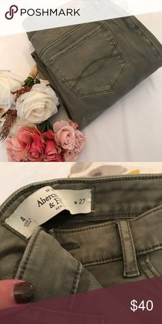 NWOT Abercrombie size 4 sage green jegging Gorgeous color. Stretchy fabric feels like a jean xo Abercrombie & Fitch Jeans