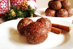Miękkie wegańskie pierniczki bez pieczenia - korzenne kulki z nasionami chia - RAW & VEGAN
